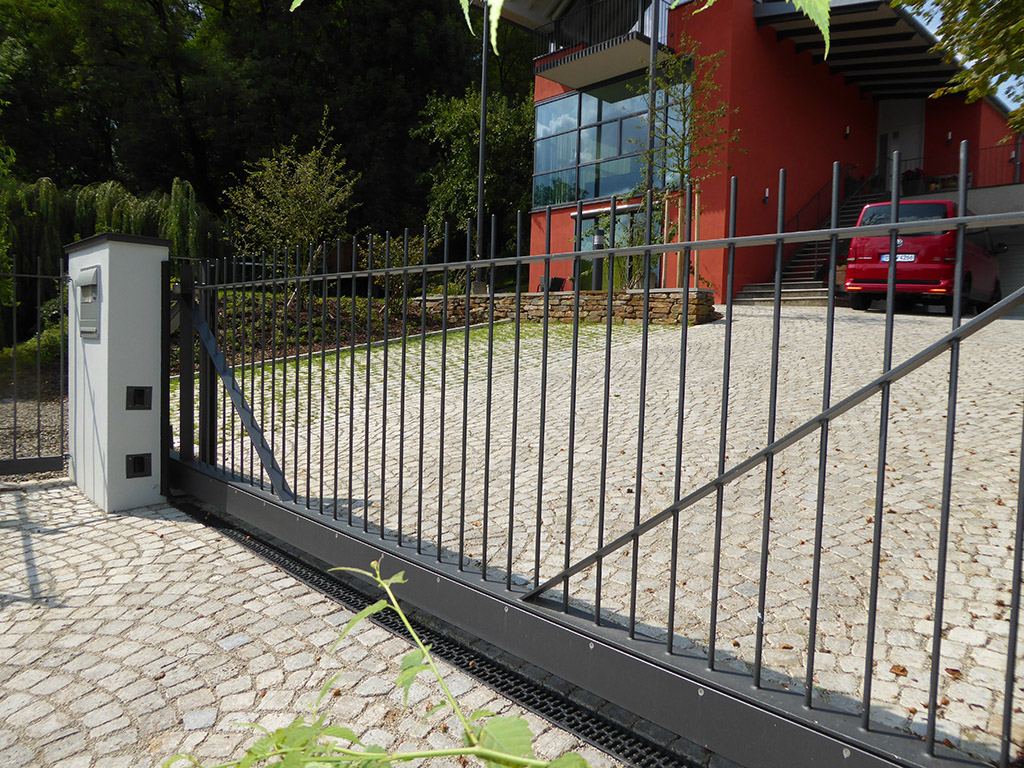 balkone z une und tore metallbau schmuck. Black Bedroom Furniture Sets. Home Design Ideas